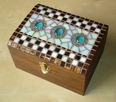 Hand crafted glass and ceramic mosaics, muni's mosaics, mosaic art, peterborough Mosaic Tray, Mosaic Glass, Mosaic Tiles, Mosaic Crafts, Mosaic Projects, Mosaic Designs, Mosaic Patterns, Mosaic Furniture, Mosaic Stepping Stones
