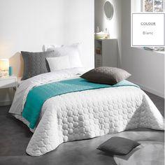 Biele francúzske prehozy na posteľ s kruhovým prešívaním