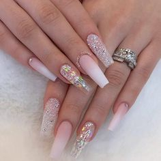 long acrylic glitter coffin nails design within snow flower The 20 more glitter coffin nail styles are popular in ins. These are designed with snow flowers.Hope this article will be helpful. Bling Acrylic Nails, White Acrylic Nails, Glam Nails, Best Acrylic Nails, Summer Acrylic Nails, Stiletto Nails Glitter, Es Nails, Shiny Nails, Summer Nails