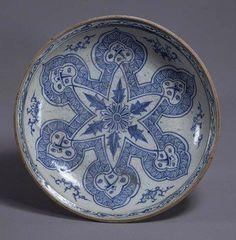 "Plate,Vietnam, Lê dynasty (15th – 16th century).Chrysanthemum flower within ""Sasanian star"" painted in underglaze-cobalt, chocolate base.D. 36,20 cm.Tokyo, National Museum, TG-2234©2004-2013 Tokyo National Museum"