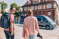 """Die beiden #SUNLIGHT Factory Team Mitglieder Lena Stoffel und Aline Bock haben viel zu erzählen. Die Profi-Sportlerinnen reisen in die schönsten Regionen und erleben dort viele Abenteuer. Oft reisen sie dabei mit SUNLIGHT-#Reisemobilen. Im Podcast """"Vorfahrt"""" berichten sie über ihre Erlebnisse. Das muss man gehört haben! (Zu finden bei Apple iTunes, Spotify & Deezer)   SUNLIGHT - #Freedom is my life.  #Wohnmobil #Reisemobil #CamperVan #Camper #VanLife #SnowBoard #Ski #Surfing #Abenteuer… Apple Itunes, Hymer, Snowboard, Fashion Backpack, Interview, Female Athletes, Rv, Viajes"""
