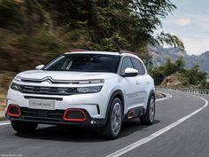 Marka CEO'su Linda Jackson'ın ilk detaylarını resmi Twitter hesabından geçtiğimiz ay içerisinde ilan ettiği yeni SUV model, C5 Aircross 21 Nisan'da kapılarını açacak olan Şanghay Otomobil Fuarı kapsamında tüm dünyanın karşısında olacak.