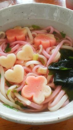 no way! pink noodles with flower n heart tofu!