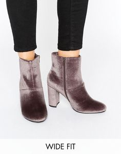 Get this New Look Wide Fit's heeled boots now! Click for more details. Worldwide shipping. New Look Wide Fit Velvet Block Heeled Boot - Brown: Boots by New Look, Velvet upper, Side zip opening, Round toe, Block high heel, Do not wash, 100% Textile Upper, Heel height: 9cm/4, Wide fit. Offering irresistible fashion and fast off the catwalk styles, New Look joins the ASOS round up of great British high street brands. Bringing forth their award-winning clothing collection of dresses, jeans and…