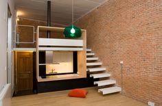 La solución está en la caja Aurélie Beriot y Miguel Bernardini componen Beriot, Bernardini Arquitectos y son los artífices de estas funcionales soluciones para espacios pequeños en las que nos fijamos hoy. En este caso, estamos en un loft de 37 metros cuadrados en el casco histórico de Madrid.