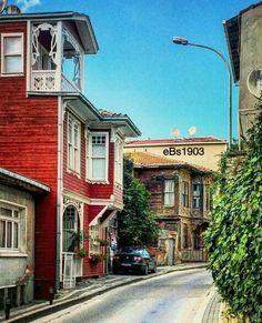 Tarihi Anadolu Evleri Beylerbeyi Üsküdar İSTANBUL34 #eBs1903 #kızkulesi #azizmahmuthüdayi Orient House, Istanbul Turkey, Historic Homes, Animals And Pets, Cool Style, Places To Visit, Villa, Street View, Urban