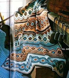 I love this Native American style crochet afghan! Crochet Afghans, Motifs Afghans, Afghan Crochet Patterns, Knit Or Crochet, Crochet Indian Blanket Free Pattern, Motif Navajo, Navajo Pattern, Indian Blankets, Vintage Crochet Patterns