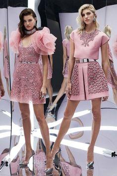 Light Pink Looks – Fashion Week SS Zuhair Murad – Spring 2017 Ready-to-Wear stunning pastel pink dress. Zuhair Murad – Spring 2017 Ready-to-Wear. Pink Fashion, Fashion 2017, Couture Fashion, Runway Fashion, Fashion Show, Moda Fashion, Vogue Fashion, Fashion News, Fashion Vestidos