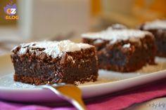 Torta cioccolatino, un dolce cremoso e ricco preparato con cioccolato fondente, da servire a cubotti, anche freddi di frigo, con del gelato o della panna.