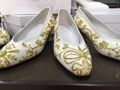 Zapatos típicos de la indumentaria murciana destinados para refajos de lujo y vestuario similar, pertenecen al comercio Cano&Cánovas, de Murcia.