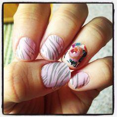 Jamberry nails #neutraltiger #midwayfloral www.alexagabaree.jamberrynails.net