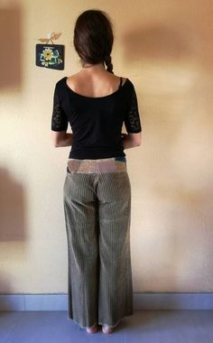 Very thick corduroy trousers in brown. With patchwork belt on your hips in blue-brown colors. Size S.