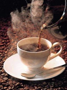 Great Tips To Teach All About The Coffee Brewing Process - Ultimate Coffee Cup Coffee Gif, Coffee Aroma, Hot Coffee, Coffee Break, Coffee Drinks, Coffee Cups, Friday Coffee, Café Chocolate, Pause Café