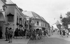 Heurigenlokal in Wien, 1931 Hungary, Austria, Photographs, Old Things, Street View, In This Moment, Black And White, History, Vintage