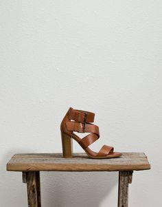 Sandalia romana con tacón