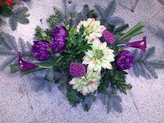 Stroik z kwiatów sztucznych fioletowy