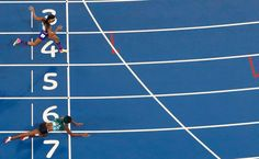 Shaunae Miller of Bahamas throws herself across the finish line to win the gold…