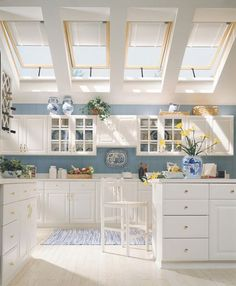 Last week, we looked at kitchens with windows facing east for early morning sun. Today, let's take a look at kitchens that receive high-noon sun via gorgeous skylights. Whether you're in a top-floor apartment or a stand-alone house, a skylight just might be the answer to a little extra natural lighting in the kitchen. Even if you have some space above your kitchen, a tubular skylight can still direct light down into the space.
