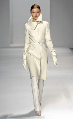 Elie Tahari Fall Winter 2012 Ready-To-Wear, loving this coat~~ White Fashion, Love Fashion, Fashion Show, Autumn Fashion, Womens Fashion, Classic Fashion, Daily Fashion, Elie Tahari, How To Have Style
