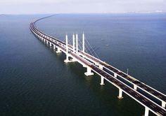 A Ponte Qingdao Haiwan, na China, é a maior ponte do mundo, com 42,5 km de extensão.