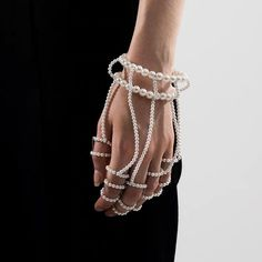 Discover recipes, home ideas, style inspiration and other ideas to try. Jewelry Accessories, Fashion Accessories, Jewelry Design, Fashion Jewelry, Diy Accessoires, Fashion Details, Fashion Design, Ideias Fashion, Bling