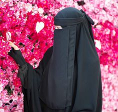 Wanna be like this one day☺️ Hijab Niqab, Muslim Hijab, Niqab Eyes, Hijabi Girl, Girl Hijab, Beautiful Hijab, Beautiful Asian Girls, 375 Gold, Dps For Girls