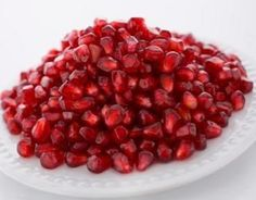 We all know that the seed casings are the edible part of the pomegranate fruit. However, the edible part is often referred to as seeds only. These seeds are arr Pomegranate How To Eat, Pomegranate Seed Oil, Pomegranate Health Benefits, Dried Berries, Healthy Fruits, Fresh Fruit, Seafood, Nutrition, Juices