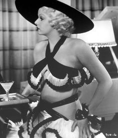 Jean Harlow wearing a two piece outfit in the movie the girl from missouri Old Hollywood Movies, Old Hollywood Glamour, Golden Age Of Hollywood, Vintage Glamour, Vintage Hollywood, Classic Hollywood, Vintage Vogue, Hollywood Stars, Vintage Fashion
