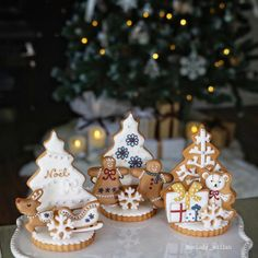 🎄🌌 ❄Winter❄ cookies by melody_wiish 🌌 . www.bufetout.ru/catering/furshet/ - Кейтеринг Тим - Google+ Gingerbread Christmas Decor, Christmas Sugar Cookies, Christmas Sweets, Christmas Cooking, Noel Christmas, Christmas Goodies, Gingerbread Cookies, Winter Christmas, Cookie House