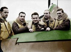 Piloci z Dywizjonu 303, od lewej: Mirosław Ferić, Bogdan Grzeszczak, Jan Zumbach, Zdzisław Henneberg, John Kent