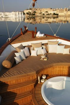 Wouldn't you love to have a boat like this? Go sailing, nibble on yummy food and pamper in the below the deck bath! Whoo! *wink*