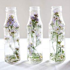 Toma nota de estas sencillas ideas para crear floreros a partir de botellas de cristal. Puedes aplicarles una capa de pintura acrílica o en...