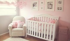 Decoração de quarto de bebê rosa, cinza e branco - Delicadeza e romantismo é o que não fala nesse quarto de bebê rosa e cinza. É a suavidade do enxoval de bebê unida ao ar de elegância.