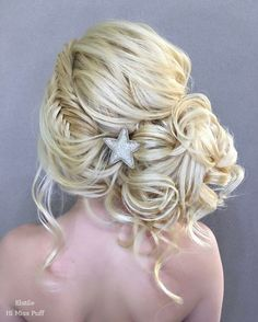 Long Wedding Hairstyles from Elstile / http://www.himisspuff.com/long-wedding-hairstyles-from-elstile/15/