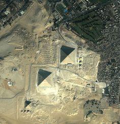 7 impressionantes registros aéreos de cidades,Pirâmides do Egito - Egito. Image Cortesia de http://obviousmag.org/