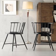 The Truman features a round-tenoned low back with gloss finish on the hardwood frame. Perfect for the casual dining space, this Windsor Classic side chair set provides a contemporary appeal.