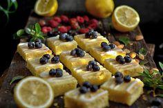 Krajanka cytrynowa - wilgotne, mega cytrynowe, płaskie kwadraciki dowolnej wielkości, krojone już po upieczeniu. Raczej ciastka niż ciasto.