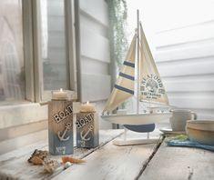 Entzuckend Für Maritimes Flair, Weiß Gekalkte Holzsäule, Teilweise Blau Bemalt Und Mit  Nautischer Deko Verziert