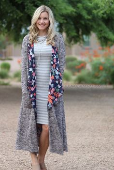Cooler temps don't mean you need to put your kimonos away. Just add a cardigan! Outfit details: LuLaRoe Julia dress, Shirley kimono, and Sarah cardigan. Click for more style inspiration and to shop LuLaRoe! Lularoe Julia Dress, My Lularoe, Work Fashion, Fashion Tips, Fashion 2017, Fashion Outfits, Womens Fashion, Lula Outfits, Women's Cardigans