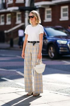 May 2020 - From white tees to the perfect jeans, these are the ultimate basics I always buy from Arket. Cool Street Fashion, Work Fashion, Street Style, Oversized White Shirt, White Tees, Checked Trousers, Perfect Jeans, White Midi Dress, Birkenstocks