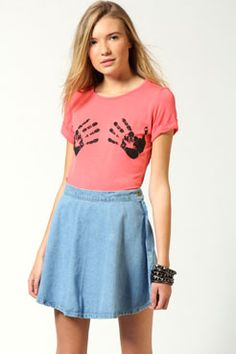 boohoo Sierena Hand Roll Back Sleeve T-Shirt Female A cute day top with a pair of sexy jeans will always be on trend. Choose printed tees for casual day tops, and remember that any print goes! Look out for cool details like crosses, hearts or studs for http://www.comparestoreprices.co.uk/t-shirts/boohoo-sierena-hand-roll-back-sleeve-t-shirt-female.asp