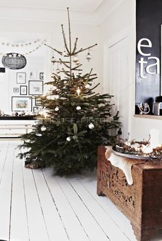 The perfectly natural Christmas tree, umm yeah with swoon worth white floorboards and scandi styling
