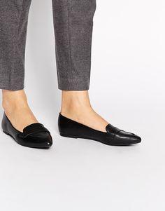 Bild 1 von New Look – Joan – Spitze, flache Schuhe in schwarzer Krokodillederoptik
