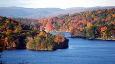 Can't say enough about how gorgeous Candlewood Lake is. Sharing it's shores among 5 Connecticut towns (maybe Places In Usa, Great Places, Places To Travel, National Lampoons Vacation, Old Saybrook, New England States, Hiking Spots, Living In Europe, Road Trip Usa