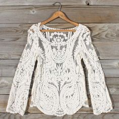 Laced in Snow Blouse, Sweet Bohemian tops.I really like this laced Bohemian top.you could wear it in warm weather or layer something beneath it in cold weather. Bohemian Tops, Vintage Bohemian, Vintage Lace, Mode Style, Style Me, Versace, Look Fashion, Womens Fashion, Paris Fashion