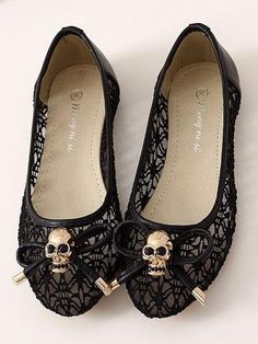 Unique Black Skull with Bow knot Lace Flat Shoes Skull Fashion, Gothic Fashion, Look Fashion, Fashion Shoes, India Fashion, Japan Fashion, Lolita Fashion, Street Fashion, Fashion Dresses