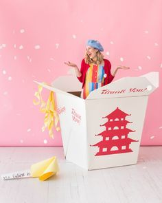 Giant Takeout Box Photobooth | Oh Happy Day! Diy Crafts To Do, Diy Arts And Crafts, Diy Craft Projects, Fun Diy, Creative Crafts, Diy Party Decorations, Party Themes, Party Ideas, Diy Ideas