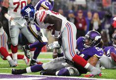 New York Giants running back Orleans Darkwa breaks Eric Kendricks 56267e34a