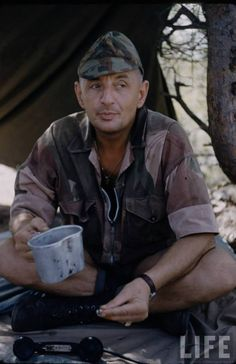 """Ltn-colonel Bigeard - """"Bruno"""" - in Algeria. Beret Rouge, Independence War, Adventure Aesthetic, French Foreign Legion, French Colonial, French History, Army Uniform, French Army, Paratrooper"""