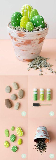 faire des galets décoratifs, tutoriel, repeindre des galets en vert pour les transformer en cactus et les mettre dans un pot à fleurs, décoration maison